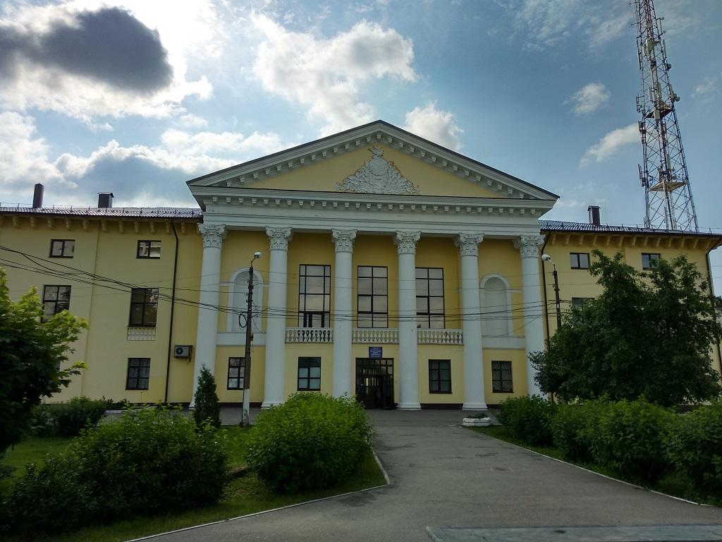 Дом культуры, здание, фасад здания, колоны, двухскатная крыша